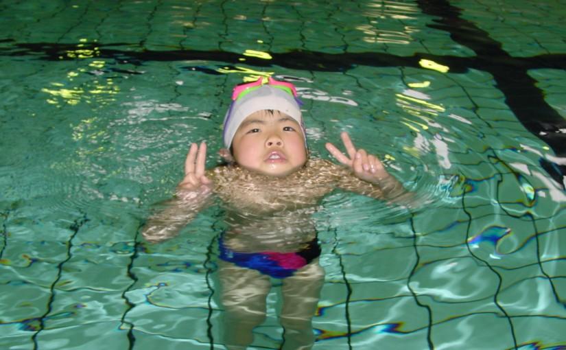 子育てコラム 子どもと温水プールと遊び