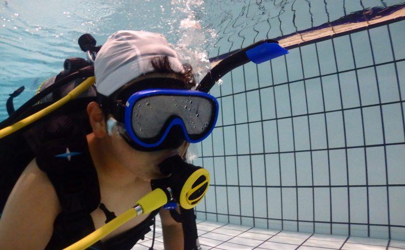 プールでダイビング講習